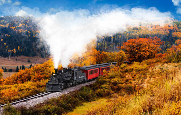 8 Ridiculously Charming Train Rides to Take This Fall