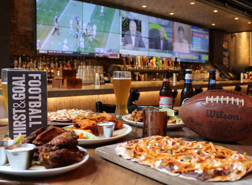 Best Sports Bars In Chicago Where To Watch And Drink On Game Day Thrillist