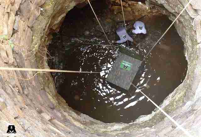 People trying to rescue wild leopard from well in India