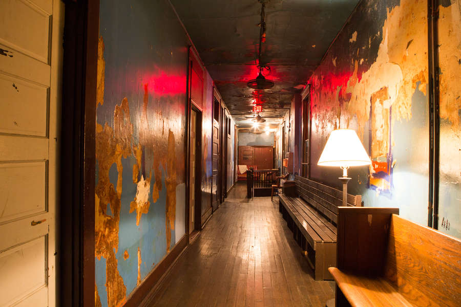 17 of the Creepiest Haunted Bars and Restaurants in America