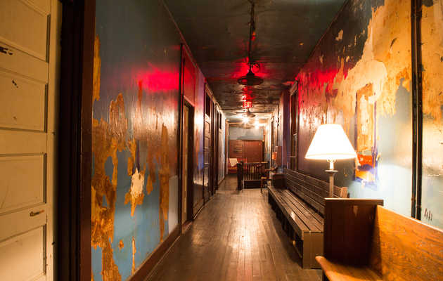 18 of the Creepiest Haunted Bars and Restaurants in America