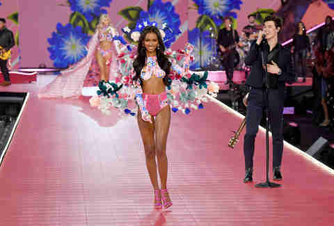 victoria's secret fashion show holiday special