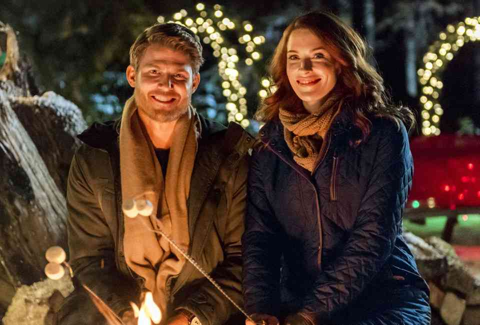 Journey Back To Christmas Cast.Best Hallmark Christmas Movies Of All Time Ranked Thrillist