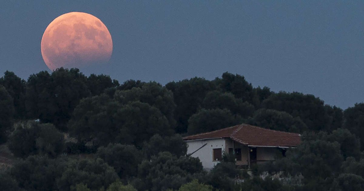 The Year's Biggest Supermoon Will Light Up the Sky on Tuesday