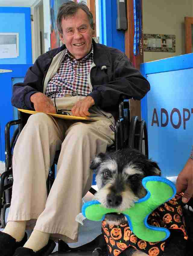 Senior adopting senior dog from Muttville