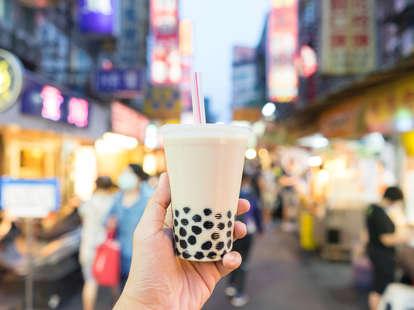 boba milk tea in taiwanese night market bubbles bubble pearl milktea drinks bobas order how to tapioca balls