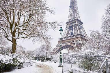 eiffel tower snow