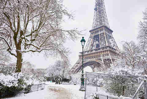 eiffel tower snow