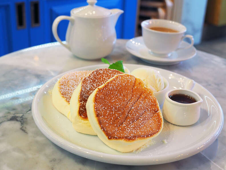 fluffy japanese pancakes pancake jiggly jiggles jiggle trendy