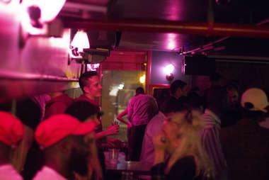 pianos bar