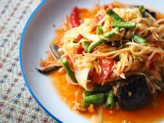 thai som tum salad