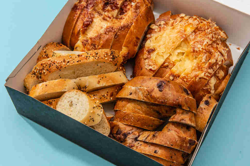 box of sliced panera bagels