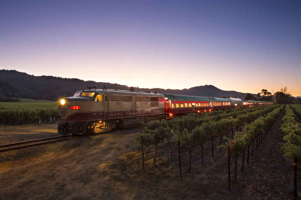 This Speakeasy-Themed Murder Mystery Dinner Takes Place on a Train With Tons of Wine