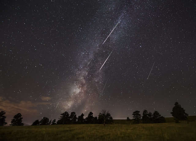 A Meteor Shower From Halley's Comet Arrives This Weekend. Here's What You Need to Know.