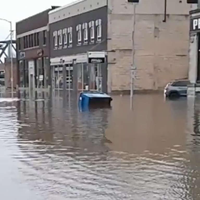 Levee Breaks in Davenport, Iowa - NowThis
