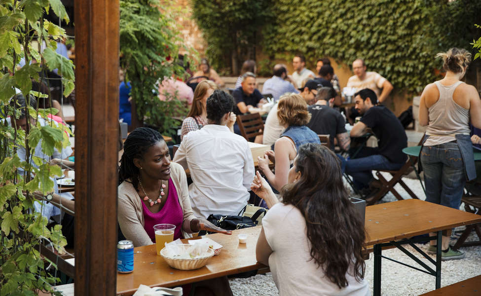 Best Outdoor Beer Gardens In Nyc And Brooklyn To Drink At This