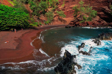 Kaihalulu Bay (Red Sand Beach)