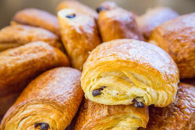 pain au chocolat chocolate croissant croissants france puff pastry
