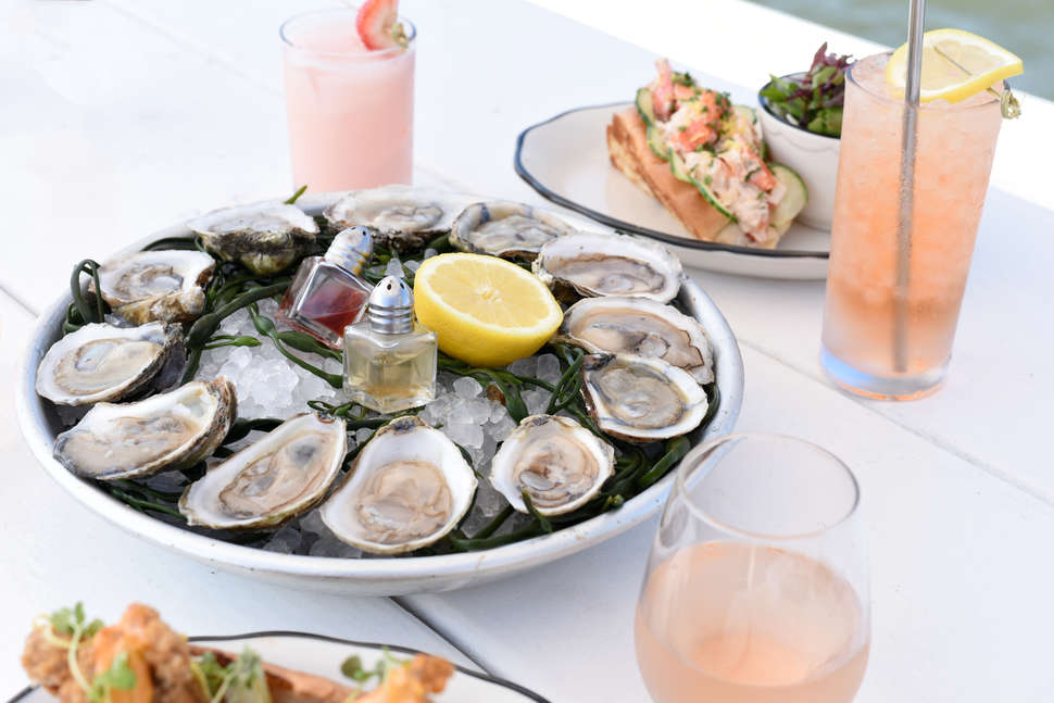 Best Oyster Bars in NYC: Places With Delicious Raw Oysters in the
