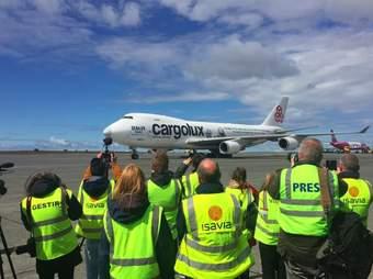 Belugas' airplane lands in Iceland