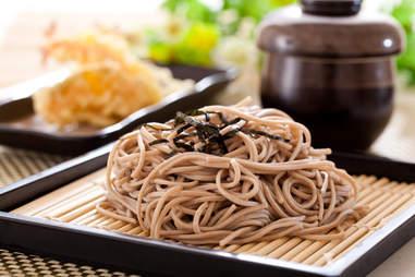 cold japanese soba noodles