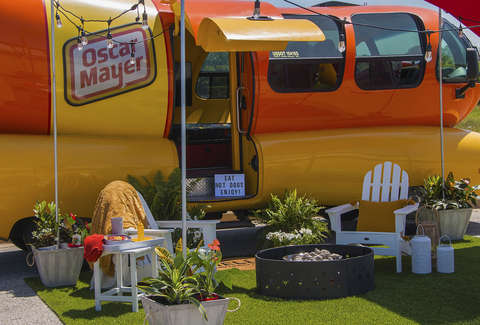 airbnb wienermobile