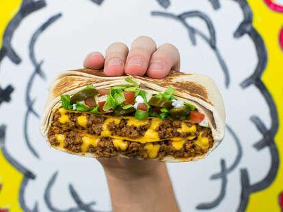 taco bell triple crunchwrap supreme