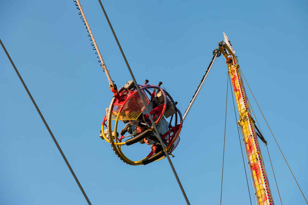 Video Captures Bungee Cord Snapping on That Already Terrifying Slingshot Ride
