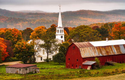 fall foliage in peacham vermont