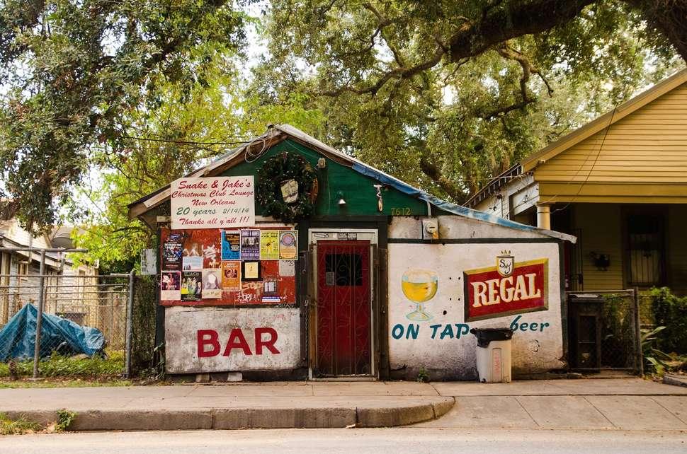 Best New Orleans Dive Bars for Cheap Drinks - Thrillist