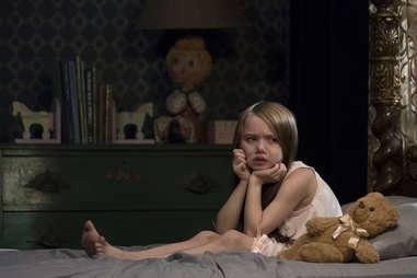 violet mcgraw in the haunting of hill house