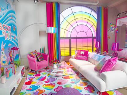 lisa frank flat hotels.com hotel living room couch