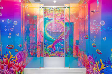 hotels.com hotel flat lisa frank bathroom