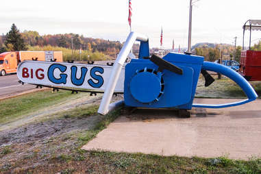 World's Largest Working Chainsaw