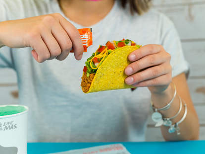 taco bell free drink live mas scholarship crunchy