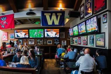 Lou's City Bar