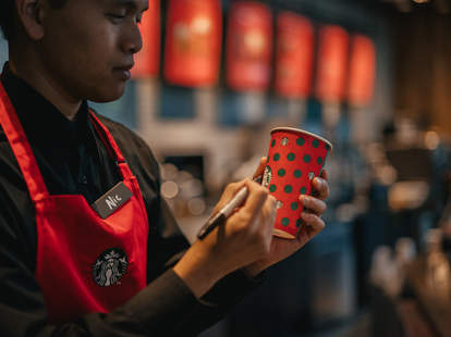 gingerbread latte discontinued holiday drinks starbucks coffee lattes 2019