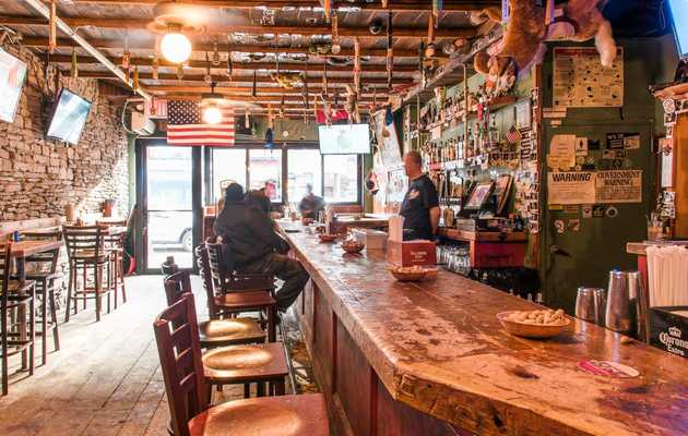 Bag the Takeout and Check out These NYC Bars With Free Food, Instead