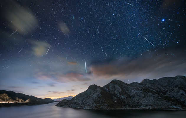A Mysterious & Rare Unicorn Meteor Outburst May Bring Tons of Meteors Tonight