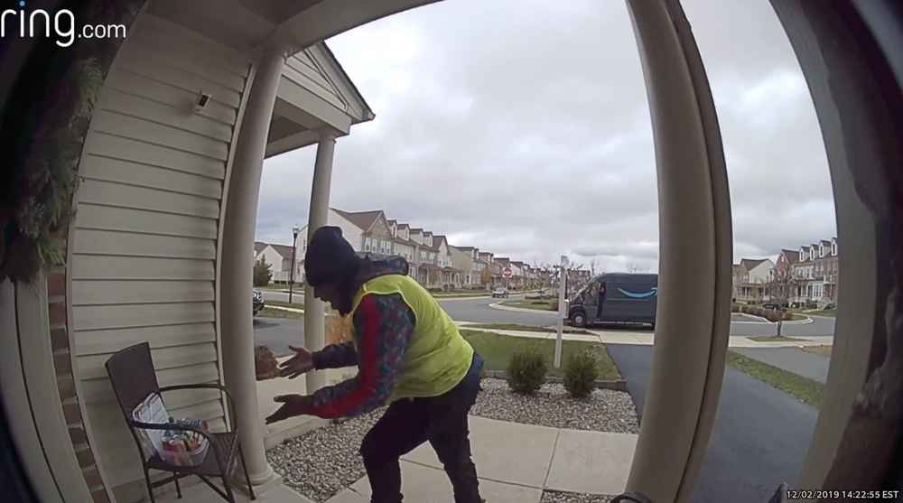 Amazon Delivery Guy Dances with Joy After Finding Free Snacks, Kind Note on Porch