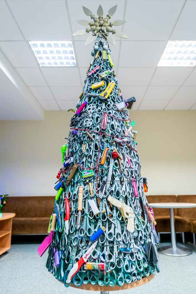 This Airport Put Up a Christmas Tree Made of Confiscated Scissors, Knives, Bullets