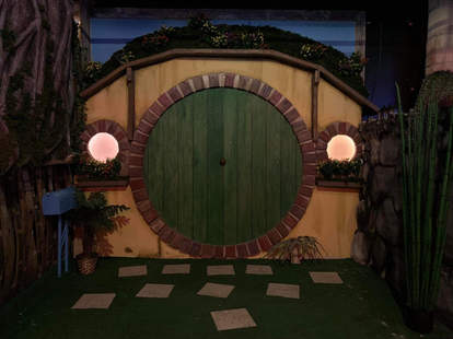 lord of the rings pop-up bar