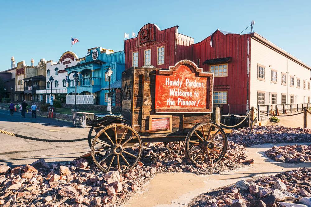 Things To Do In Laughlin Nevada Best Casinos Restaurants More Thrillist