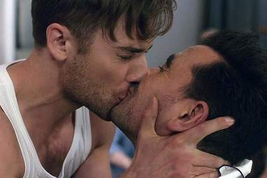 "Ted Mullens and David Rose kiss in ""Housewarming"""