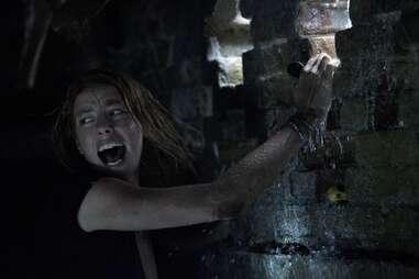 Kaya Scodelario in crawl