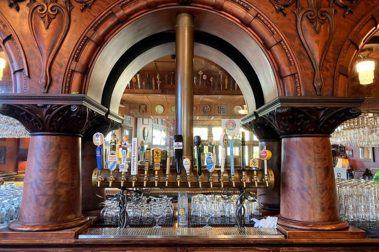 Beveridge Place Pub