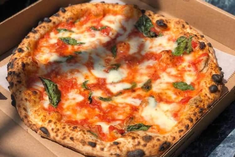 Menomalé Pizza Napoletana