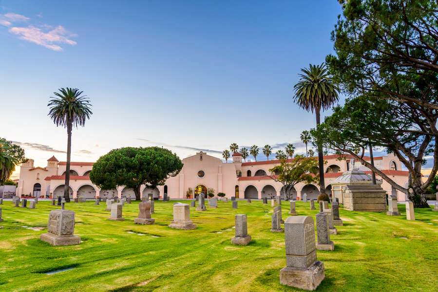 Meet the Ghosts of Hollywood Past at These 10 Legendary LA Cemeteries