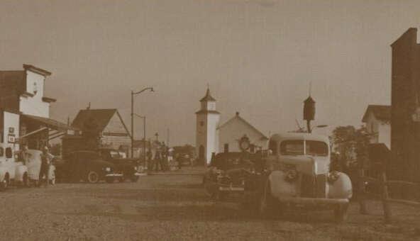 Lowell Davis' early building restorations on his Missouri farm