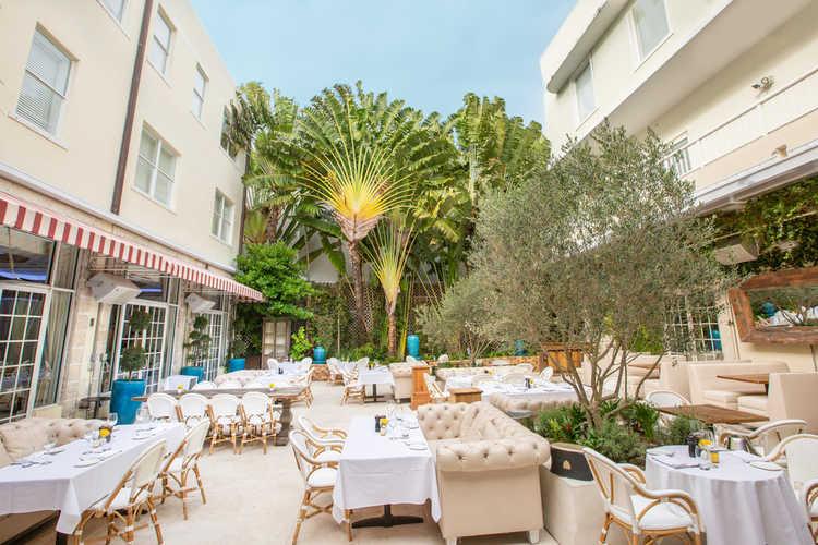 Villa Azur Restaurant and Lounge